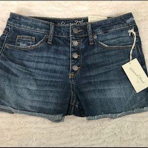 Brand new Universal Thread Jean shorts